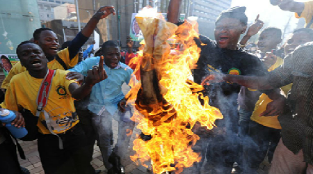 gruesome image of South African xenophobic attack