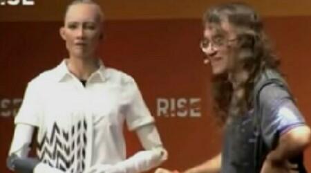 Sophia the robot discussing with Ben Goertzel
